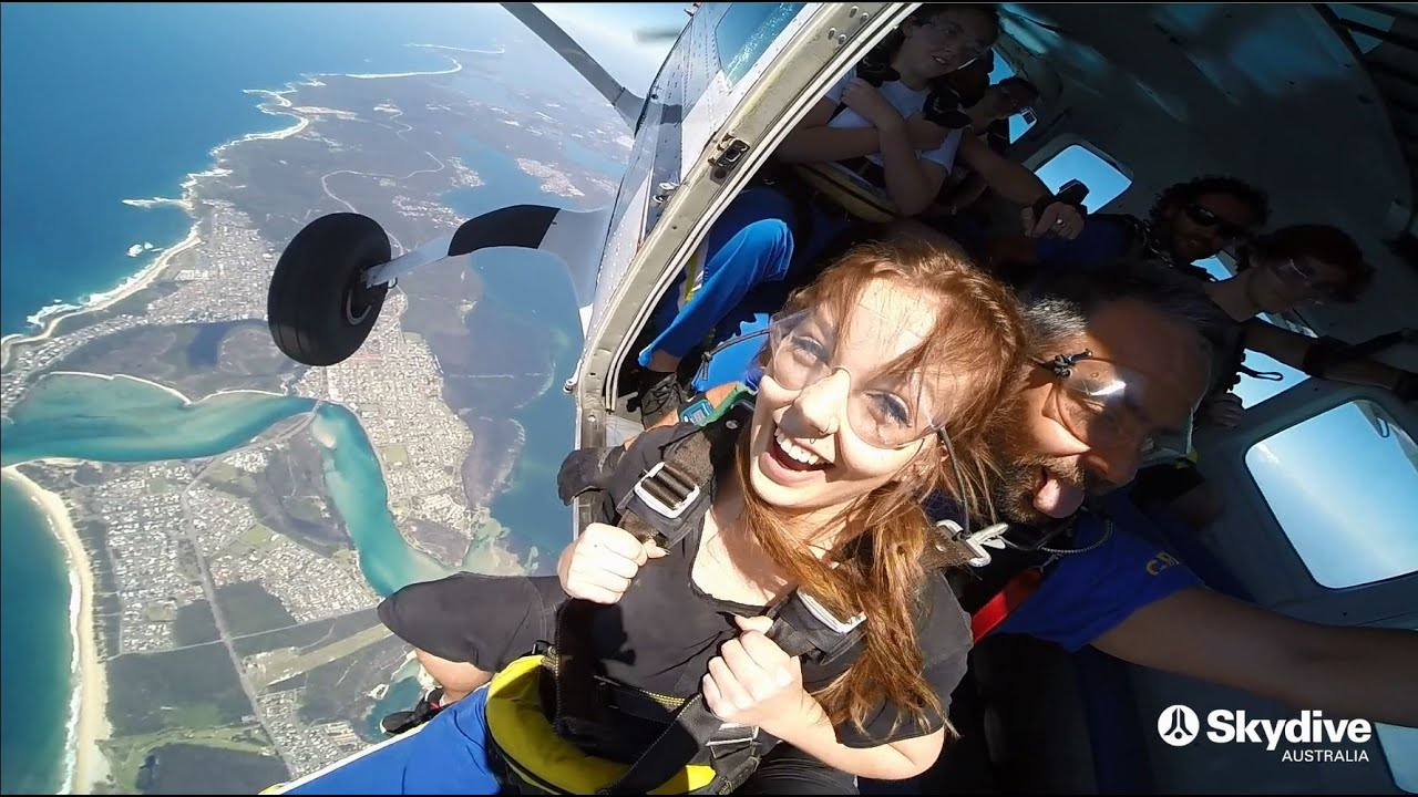 video Newcastle 15,000ft Tandem Skydive