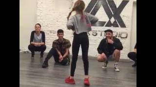shape of you-mirad a esta niña bailando  Shape of you