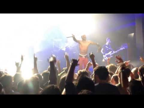 Skip the Use - Ghost (Casino de Paris - 04/11/13) Elle en scène
