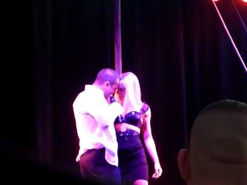 Salon de l 39 erotisme allan theo fait son show youtube for Salon de l erotisme nord