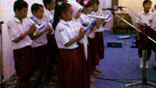 SD Kalicari 03 menyanyikan lagu Indonesia Raya di RRI Semarang