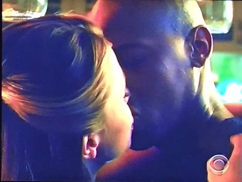Supergirl-Flash Crossover Episode Best Ever; That Kiss