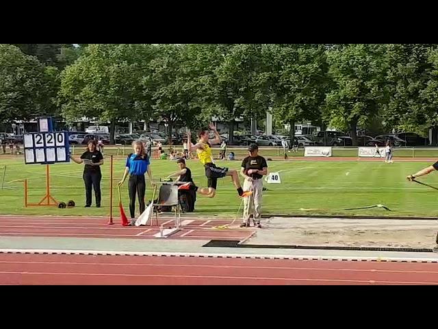 Championnats Genevois 2019 - Louis Low-Beer en longueur avec un saut à 5.87m
