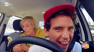 Candid camera in taxi con Maria Concetta Mattei! - Stasera CasaMika 21/11/2017