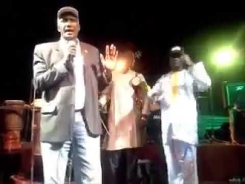 Baba Maal dans tournée pour l'abandon de l'excision et le mariage des enfants
