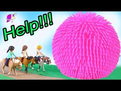 HELP Giant Squish Ball ! Spirit Riding Free Playmobil Horse Play Video