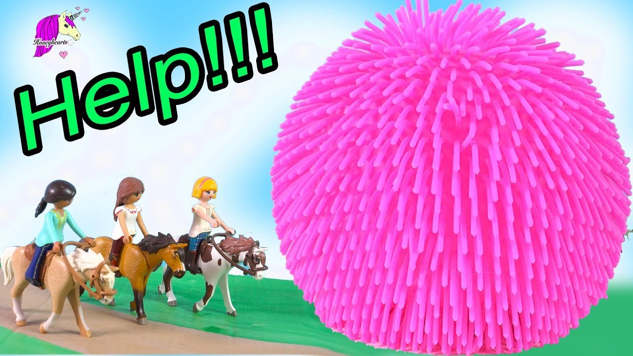 HELP Giant Squish Ball ! Spirit Riding Free Playmobil Horse Play Video