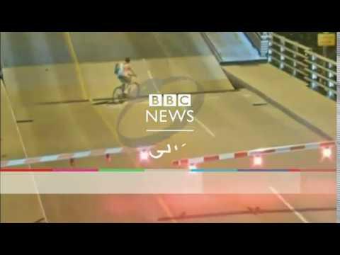 بي_بي_سي_ترندينغ | #بالفيديو: لحظة سقوط سائقة دراجة في فسحة جسر متحرك  - نشر قبل 3 ساعة