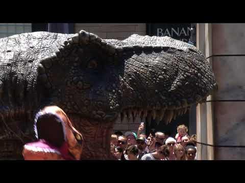 """""""Unboxing"""" Amazon Jurassic World"""
