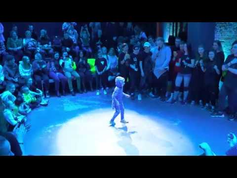 Пятилетняя девочка танцует Шафл!  🔥 Очень круто!