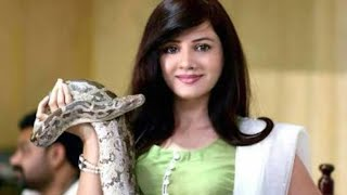 Pakistan's brave girl rabi pirzada have 4,11 feet long snakes and a crocodile|Daily Pakistan