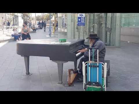 Listen: An Elderly Ultra-Orthodox Jewish Man Plays The Piano So Beautifully At Jerusalem, Israel