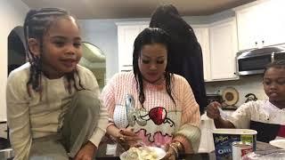 Lovely Mimi family and ice cream