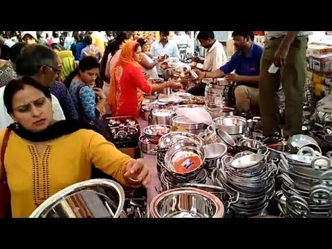 People throng utensil and puja shops for Dhanteras shopping