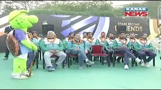 Pakistan Hockey Team Visits Fans Village in Bhubaneswar