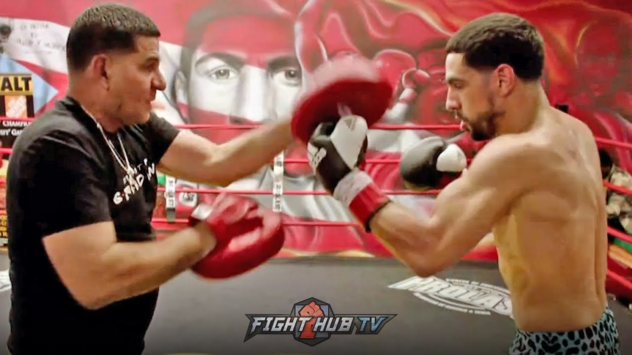 DANNY GARCIA WORKING HEAVY COUNTER PUNCHES ON THE MITTS FOR ERROL SPENCE JR FIGHT