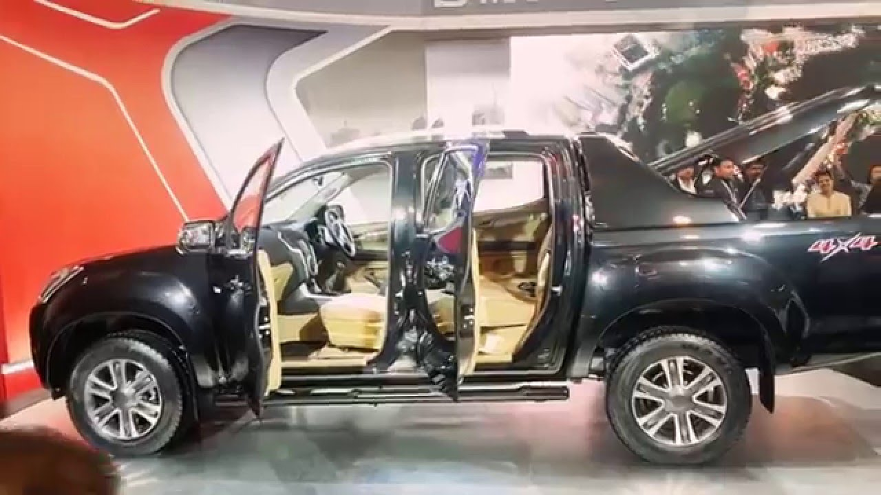 Auto Expo 2016 greater noida India | Isuzu Dmax V cross