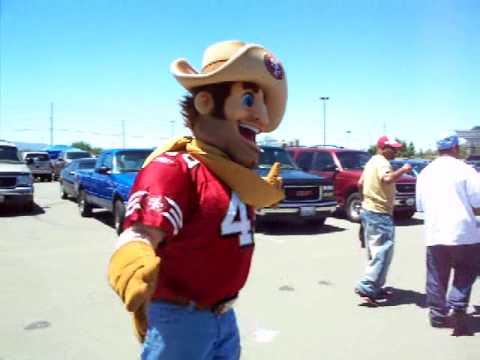 49ers Mascot Clowns on a Dallas Cowboys fan