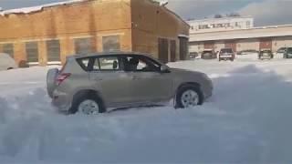 Suzuki Grand Vitara и Toyota Rav4 Покатушки по заснеженной парковке