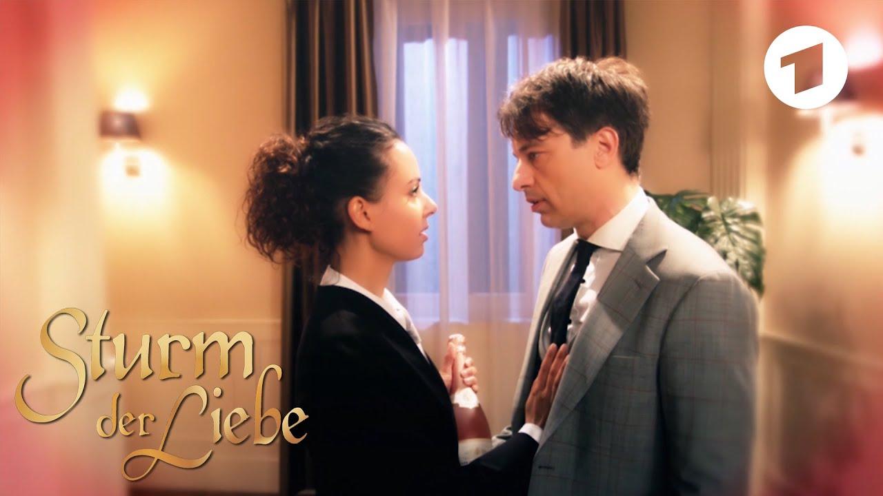 Vanessa träumt, dass Robert ihre Gefühle erwidert | Sturm der Liebe