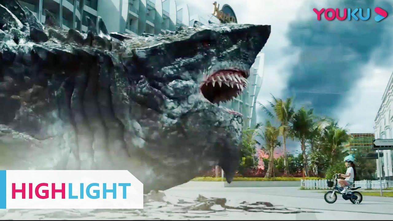 Download HIGHLIGHT: 变异鲨鱼在城市疯狂食人后再度变异!  【陆行鲨 Land Shark】   YOUKU MOVIE   优酷电影