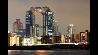 JR大阪駅近くにそびえる梅田スカイビル。高さ173m、平成20年には英タイ...