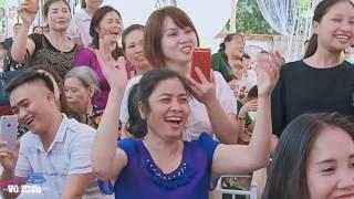 Lê Thị Dần và MC cãi nhau trên sân khấu đám cưới