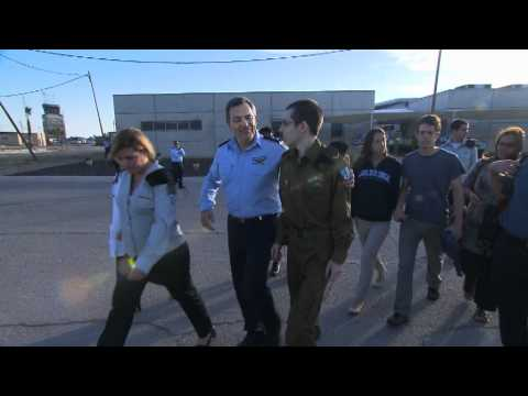 Gilad Shalit and his family board the helicopter that carries them back home
