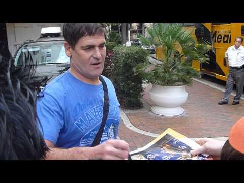 Mark Cuban, Dallas Mavericks owner and Shark Tank investor, signing autographs - TopSignatures.com