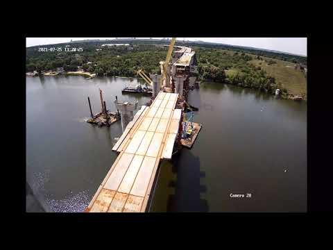 На вантовому мосту в Запоріжжі змонтували п'яту секцію прогонової будови