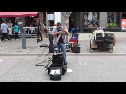 Artist performing on the street of Santa Monica - 07/01/17 - Europa