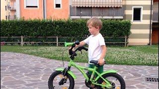 Video Clip: Даня поехал на двухколесном велосипеде(, 2016-06-25T22:01:17.000Z)