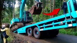 canggihnya proses menaikan alat berat excavator (bego) ke truk trailer besar sampai stending