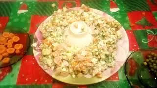 Готовим салат Оливье и украшаем его как рождественский венок