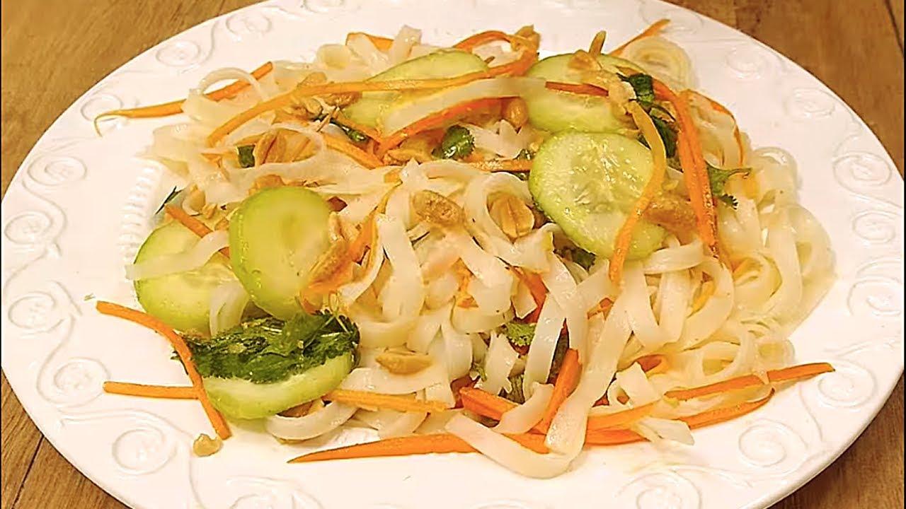 Fresca e irresistible ensalada de fideos de arroz y - Ensalada de arroz light ...