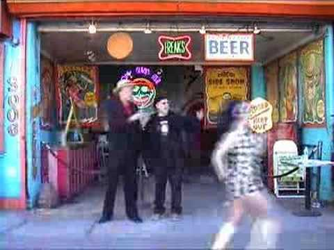 """Download Los Straitjackets & the Pontani Sisters - """"Twistin' Gorilla"""" (Official Video)"""