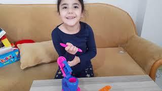 İlkim Froozen Elsa Oyun Hamuru Dondurma Fabrikası ile Oyun Oynuyor Eğlenceli Çocuk Videosu