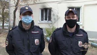 В Екатеринбурге сотрудники патрульно-постовой службы полиции спасли людей на пожаре
