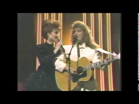 The Judds Rockin to the Rhythm of the Rain 1988