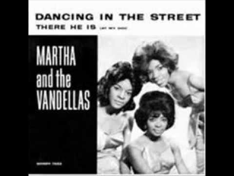 MARTHA REEVES & THE VANDELLAS - DANCING IN THE STREET - THERE HE IS (AT MY DOOR)