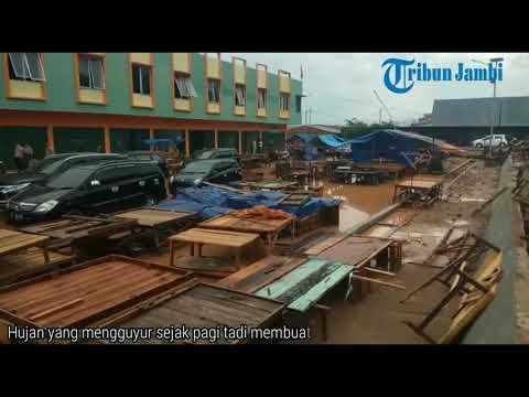 Baru Diresmikan Pasar Angso Duo Banjir, Pedagang Ogah Berjualan