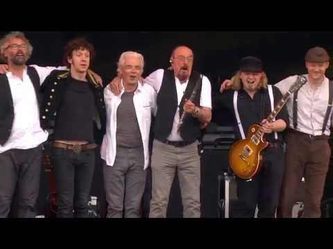 Jethro Tulls Ian Anderson  Locomotive Breath  Isle of Wight Festival 2015