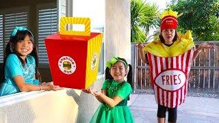 Emma & Jannie Pretend Play w/ Squishy Hamburger Fast Food Drive Thru thumbnail
