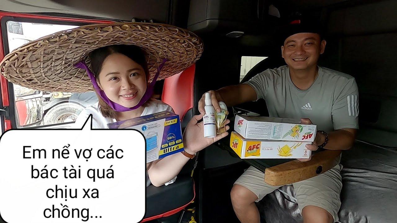 Lần đầu đón tiếp Bạn Nữ đến thăm xe tặng khẩu trang - nước sát khuẩn | Xe Đầu Kéo Vlog #134
