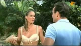 Gambar cover James Bond: Ursula Andress versus Halle Berry