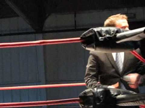 Jeremy Borash Gets A Huge Reaction From TNA Wrestling Fans In Nashville TN  (11-10-2010).