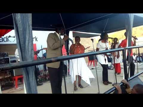 Baba na Mai charamba live supporting Admire Nago in Zvishavane