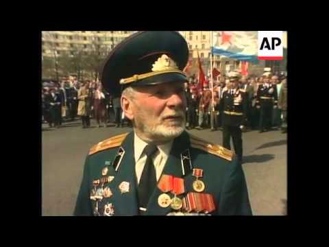 RUSSIA/UKRAINE: THOUSANDS OF PEOPLE MARK VICTORY DAY