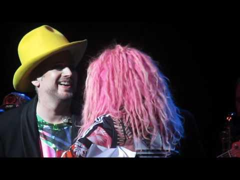 Boy George & Cyndi Lauper - Karma Chameleon/Bang a Gong (Get it on), Boston MA, May 21, 2016