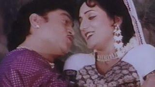 Download Odhani Udi Udi Jaay, Tahuke Sajan Sambhare - Gujarati Romantic Dance Song MP3 song and Music Video